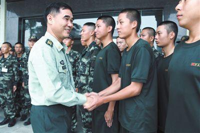 吉阳区新兵回访组到广东回访三亚籍入伍新兵