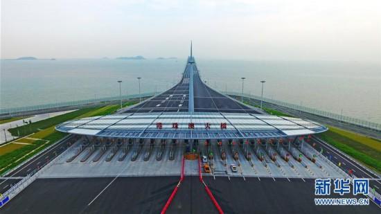 港珠澳大桥珠海公路口岸正式通车运营