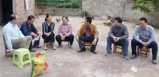 李叶义到港南区指导扶贫工作慰问贫困户