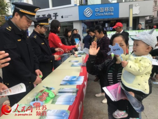 """""""城管开放日""""南京溧水城管与市民互动交流"""