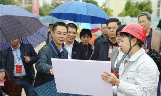 港南区政协组织政协委员视察中心城区基础设施建设情况