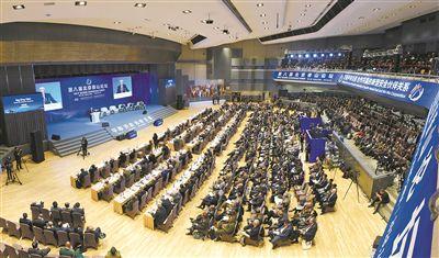 10月25日,第八届北京香山论坛开幕。图为第一次全体会议现场。