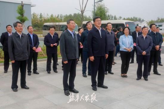 淮安市党政代表团来盐考察改善农民群众住房条件工作