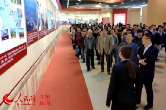 江苏住建厅组织参观庆祝改革开放40周年图片展