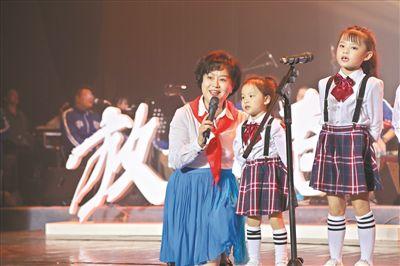 鞠萍姐姐率童精彩合唱团献唱