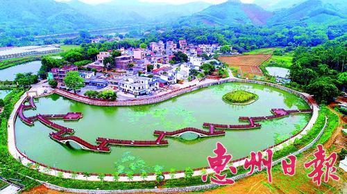 博罗县湖镇镇新作塘村环境优美。 图片由惠州报业传媒集团东江图片社提供