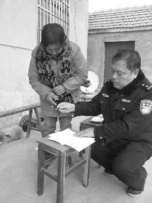 盐城阜宁53岁民警猝逝 办公桌上放着18种药