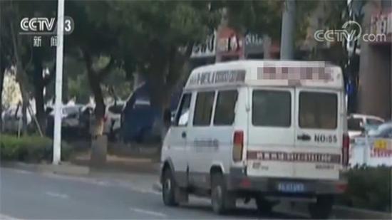 小车实载31人 看到这一幕交警表示惊呆了