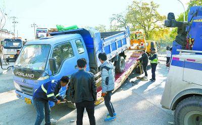 四季青镇开展渣土车专项整治行动上午清理6辆违规车辆