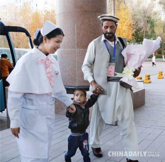 27名阿富汗先心病患儿抵达中国接受免费手术治疗(图)