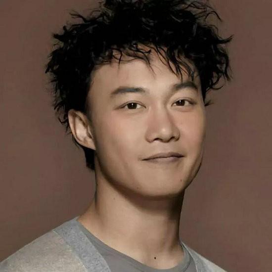 娱乐圈中的高学历明星吴彦祖是建筑学系高材生