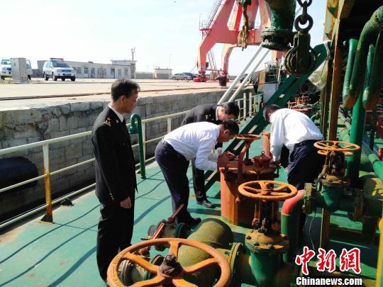 青岛海关联合海事部门查获走私柴油400余吨案值280余万元