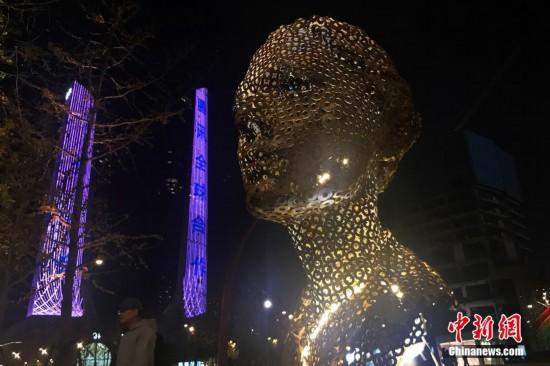 24小时美术馆亮相南京街头为民众带来艺术享受