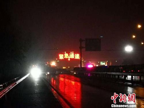 公安部派工作組赴蘭州指導蘭海高速公路重大交通事故調查處置工作