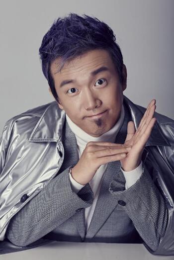 演员潘斌龙晒照宣布喜得麟儿 岳云鹏转发道贺