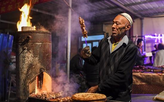 新疆巴楚幸福园社区已入住765户贫困户