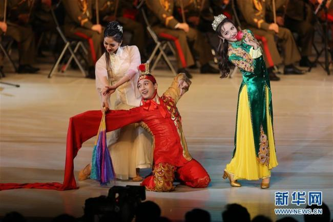 A joint performance is held by artists from China and the Democratic People's Republic of Korea (DPRK) in Pyongyang on Saturday, November 3. [Photo: Xinhua]