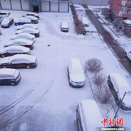 """内蒙古遭雨雪降温""""袭击""""发布道路结冰黄色预警"""