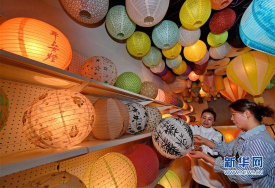 福建建瓯:纸灯笼热销海外