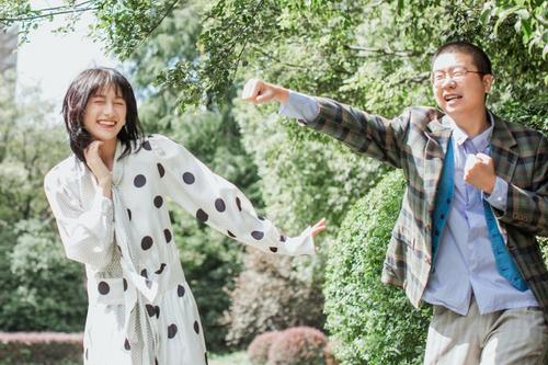 李诞与女友晒美照网友议论:好事将近的节奏?