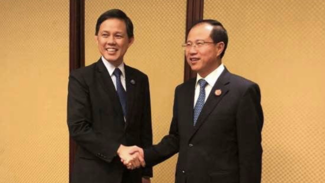Chinese Vice Commerce Minister Fu Ziying(right) and Singapore's Minister for Trade and Industry Chan Chun Sing.