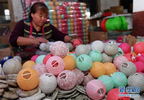 (经济)(3)福建建瓯:纸灯笼热销海外