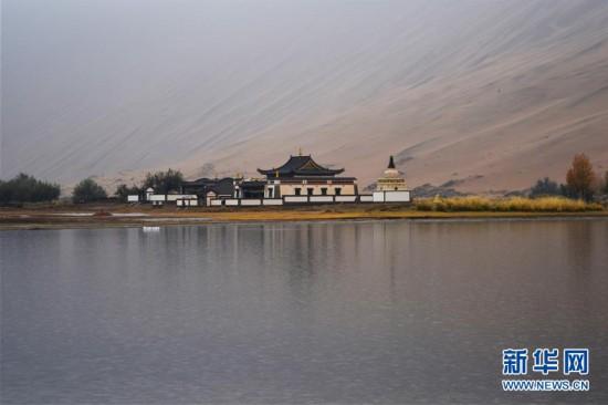 (美丽中国)(2)碧水和流线画出美丽巴丹吉林