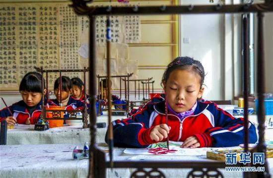 (教育)(1)河北饶阳:社团活动助学生快乐成长