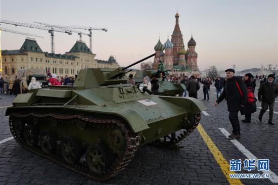 (国际)(1)莫斯科民众纪念十月革命101周年