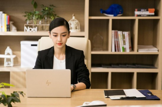 Angelababy《创业时代》示范职场穿搭