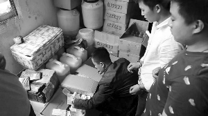 """庆大霉素成""""神仙水"""" 泰州警方查扣7.5吨化妆品禁用添加物原料"""