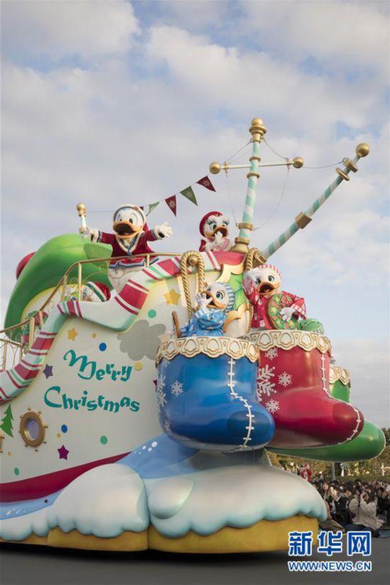 (国际)(3)东京迪士尼举行圣诞巡游