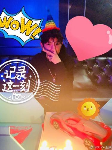王源凌晨发文庆18岁成年快乐:不负每一个爱我的你