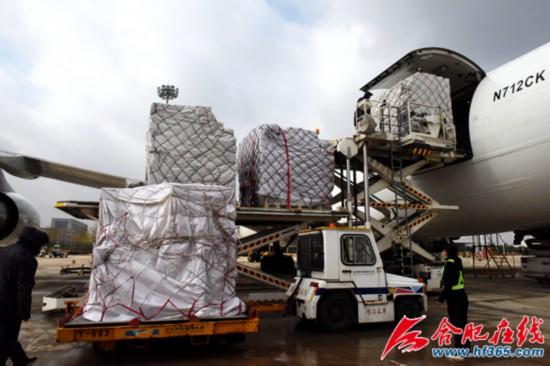 该航班进港货量为16.4吨,出港货量为101.2吨