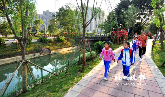 """福州浦上河变美景 步道成""""绿色通道"""""""
