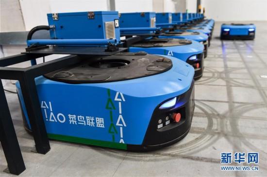 (经济)(4)江苏无锡:智能机器人拣选包裹效率高