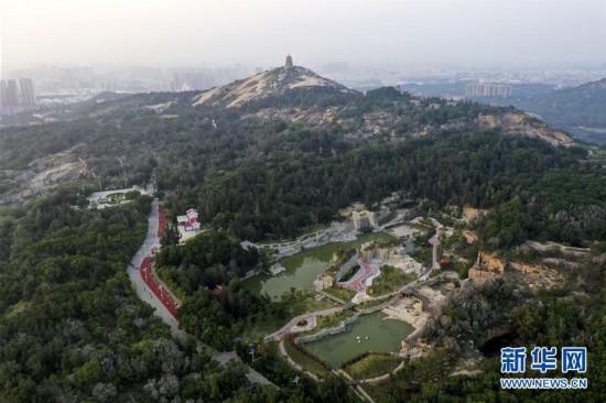 福建石狮:石窟变公园 荒坡成绿地