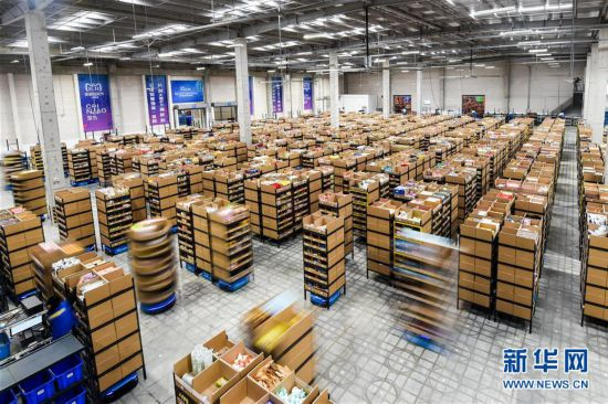 (经济)(1)江苏无锡:智能机器人拣选包裹效率高