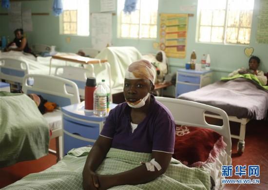 (国际)(1)津巴布韦两辆大巴相撞至少47人死亡