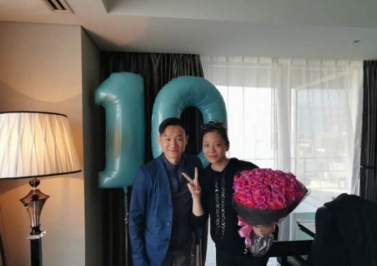 杨威晒照庆祝结婚十周年 哈利波特主题宴会惹人羡