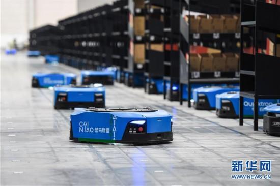 (经济)(3)江苏无锡:智能机器人拣选包裹效率高