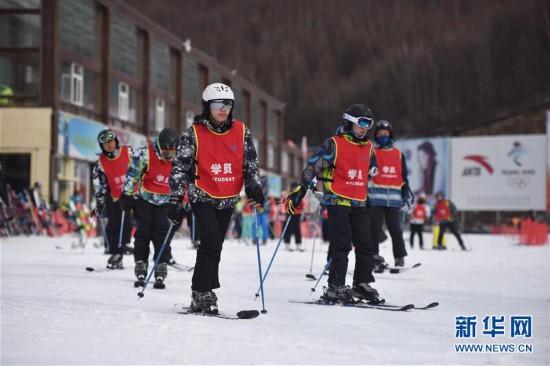 #(社会)(1)河北张家口:冰雪运动进校园