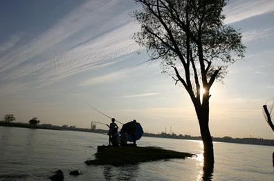 安徽频道 图说天下      龙子湖风景区座落于蚌埠市东郊,主要由龙湖