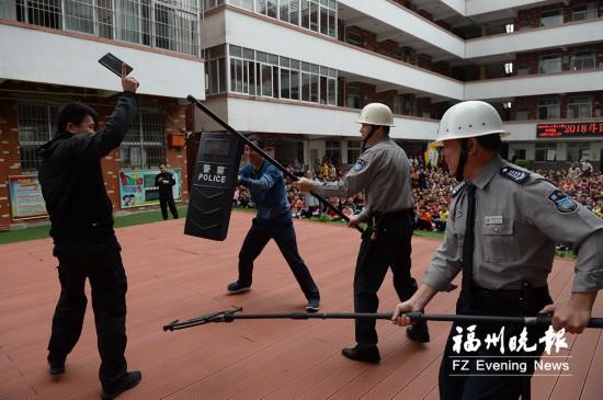 福州斗南小学举办防恐演练 1500多名师生参加