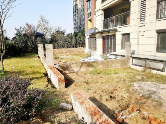 淮安绿地世纪城五期现场报码出现许多个违建私家花园