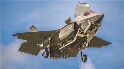 F-35战机采用了新一代隐身涂料技术,不再担心涂层的脱落问题。徐小丹 摄