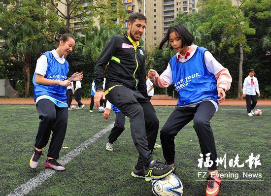 女孩足球节在福州举行 由国际足联和中国足球协会主办