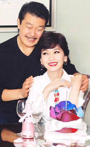 64歲趙雅芝晒照慶生 老公黃錦燊在旁溫柔對視