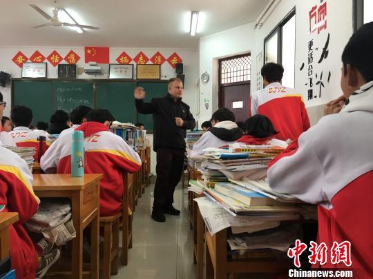 """外教夫妻走进贵州""""大山"""" 让学英语成为轻松事 国内动态"""