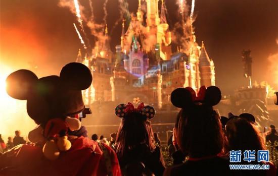 (社会)(1)上海迪士尼庆祝米老鼠动漫形象90岁生日